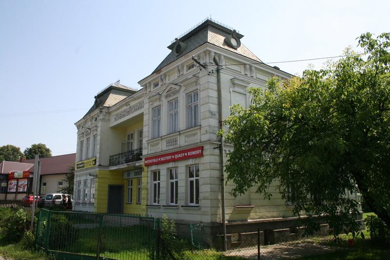 Brzozow_dworzec_kolejowy_bez_torow_1